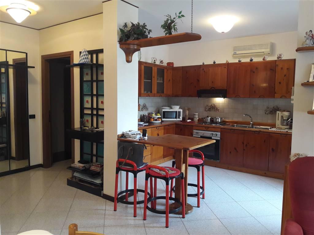 Rif. B83 SOTTOMARINA - Appartamento di 90 mq. in buone condizioni posto al secondo piano di una palazzina recentemente sistemata, con ottima