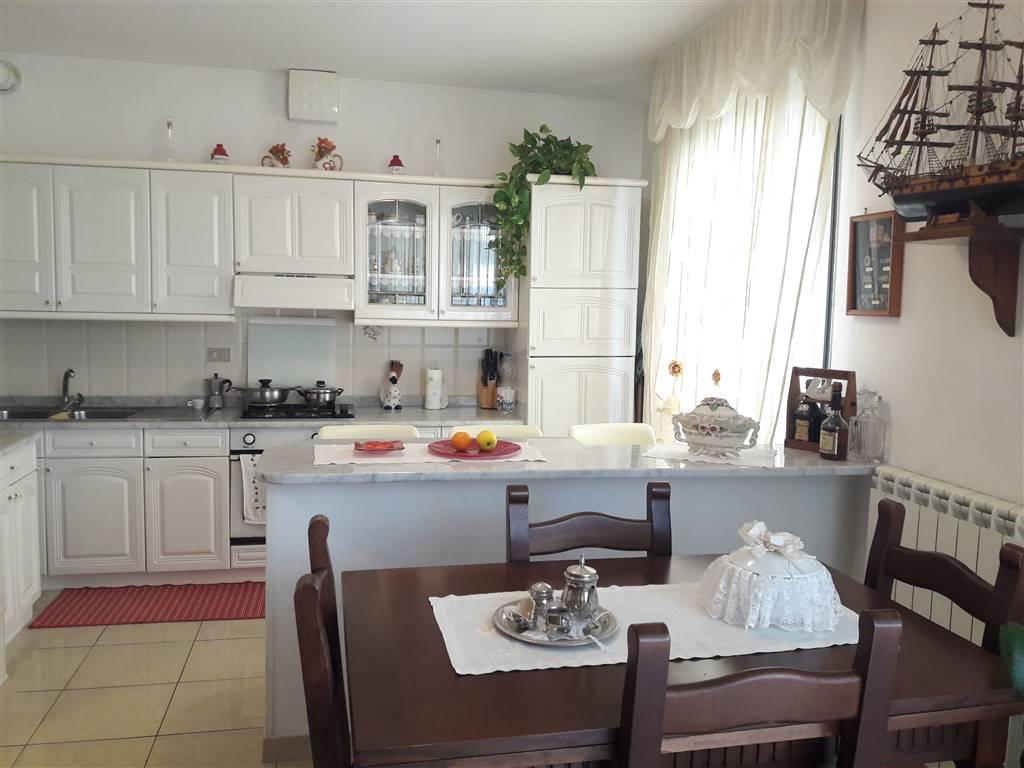 Rif. B85 SOTTOMARINA - Appartamento di 70 mq. in buone condizioni, composto da: ingresso, cucina-pranzo con spazi ben distribuiti e con poggiolo,