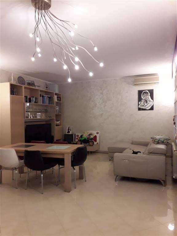 Rif. B120 - SOTTOMARINA: Appartamento di ampia metratura e con vista su Piazzale Europa. Composto da due camere, soggiorno e angolo cottura, due