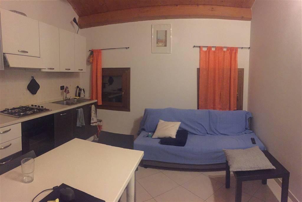 Rif.B129: Affittasi appartamento bilocale, nel Centro Storico di Chioggia, a pochi passi da Corso del Popolo. Composto da cucina, camera, bagno e