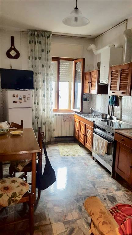 CHIOGGIA CENTRO, CHIOGGIA, Apartment for sale of 110 Sq. mt., Be restored, Energetic class: G, placed at 4°, composed by: 5 Rooms, Separate kitchen, ,
