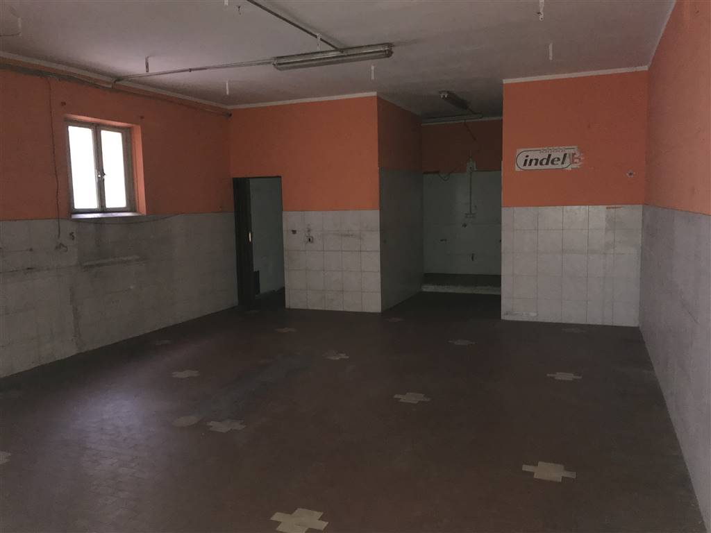 SOTTOMARINA, CHIOGGIA, Warehouse for rent of 115 Sq. mt., Good condition, Heating Individual heating system, Energetic class: G, placed at Ground,