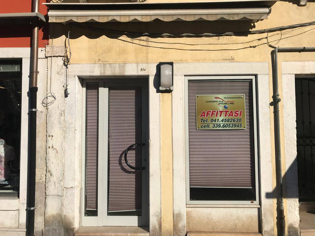 CHIOGGIA CENTRO, CHIOGGIA, Office for rent of 15 Sq. mt., Energetic class: G, placed at Ground, composed by: 1 Room, 1 Bathroom, Price: € 450