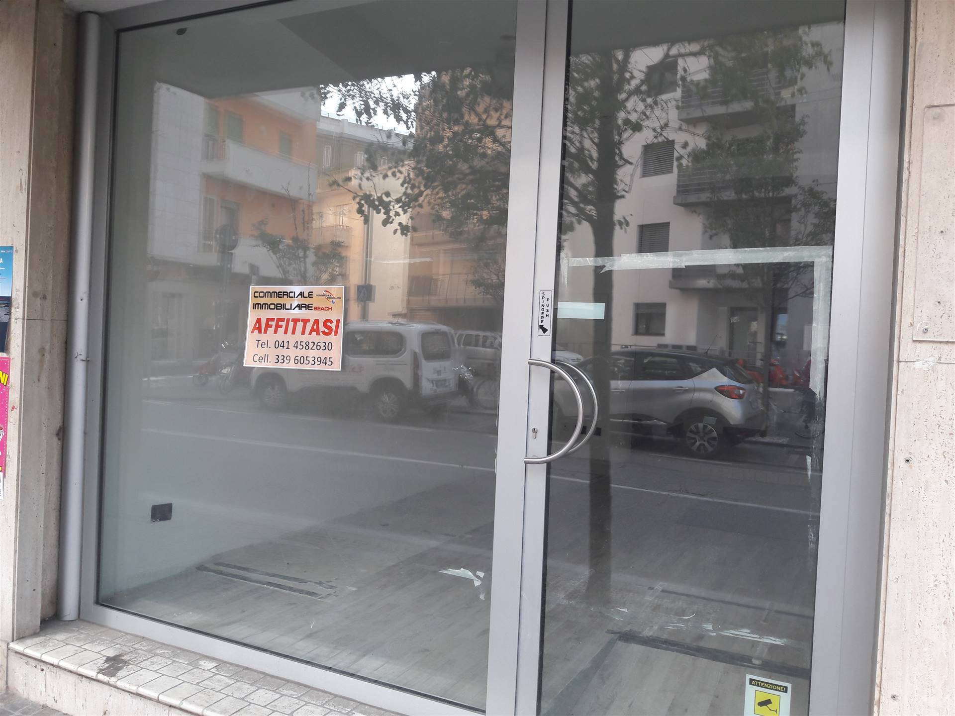 SOTTOMARINA, CHIOGGIA, Shop for rent of 35 Sq. mt., Heating Individual heating system, Energetic class: G, placed at Ground, composed by: 1 Room, 1