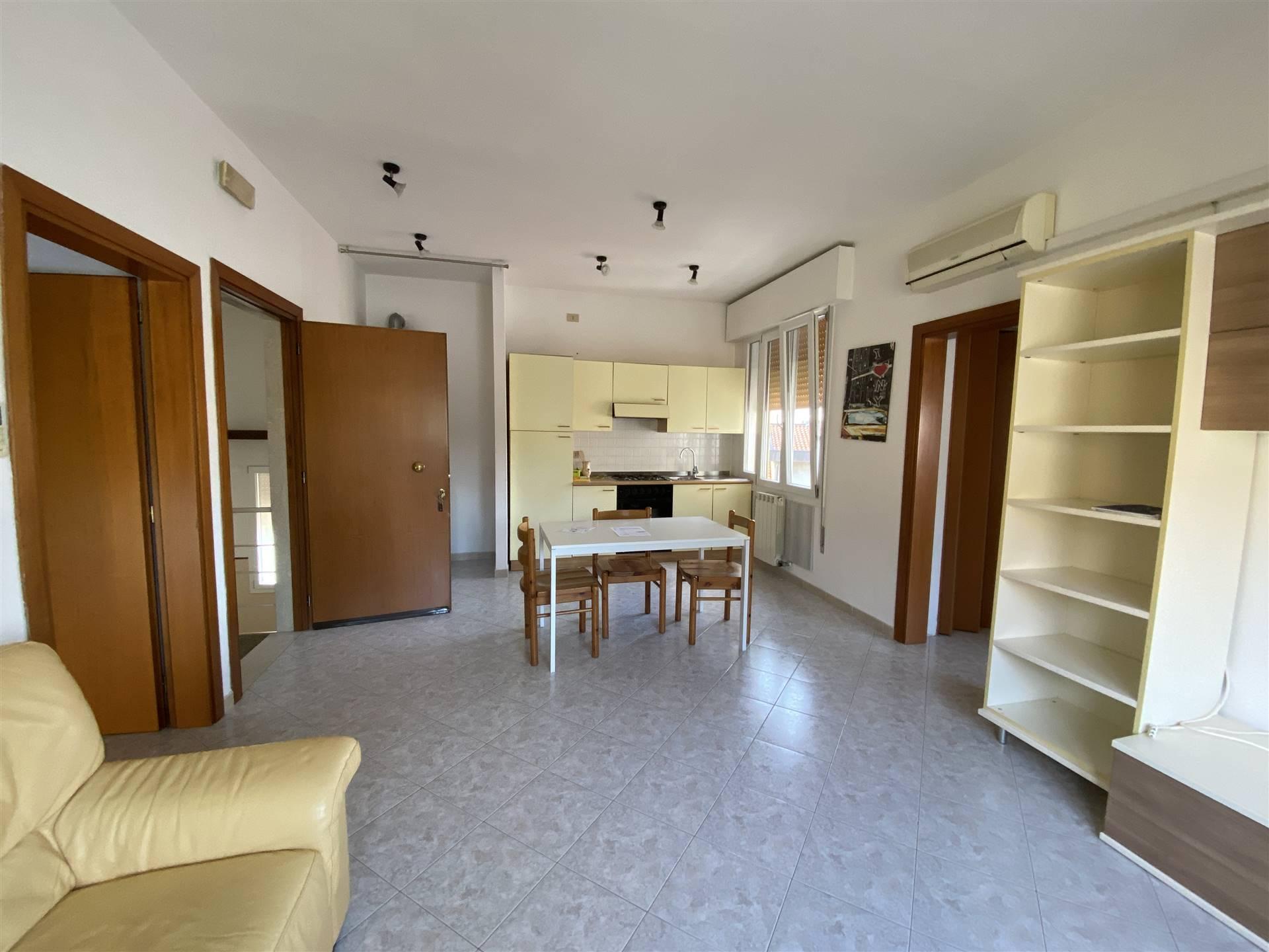 Rif. B246 SOTTOMARINA CENTRO: Affittasi in pieno centro di Sottomarina, appartamento al terzo piano in una palazzina di poche unità. Composto da
