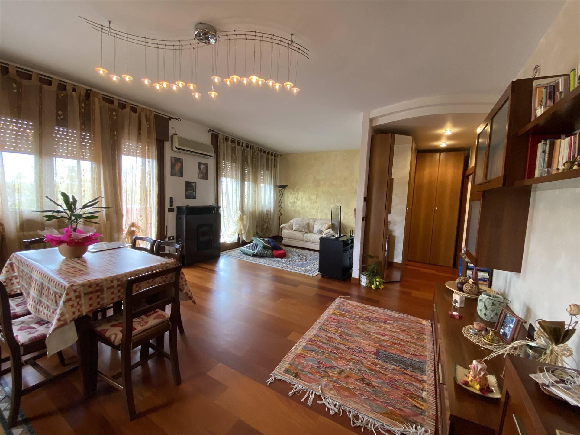 Rif. B247 SANT'ANNA: Vendesi appartamento di 70 mq, in una piccola palazzina di sole due unità, senza spese condominiali, composto ampio soggiorno