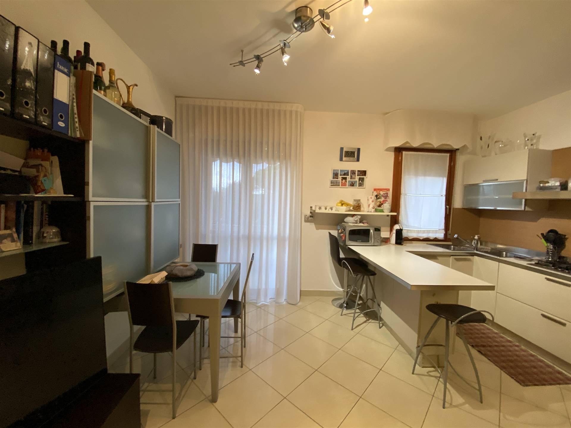 Rif. B261 SANT'ANNA: Vendesi appartamento di 60 mq al piano primo, composto da soggiorno con cucina a vista, camera matrimoniale, cameretta, bagno,