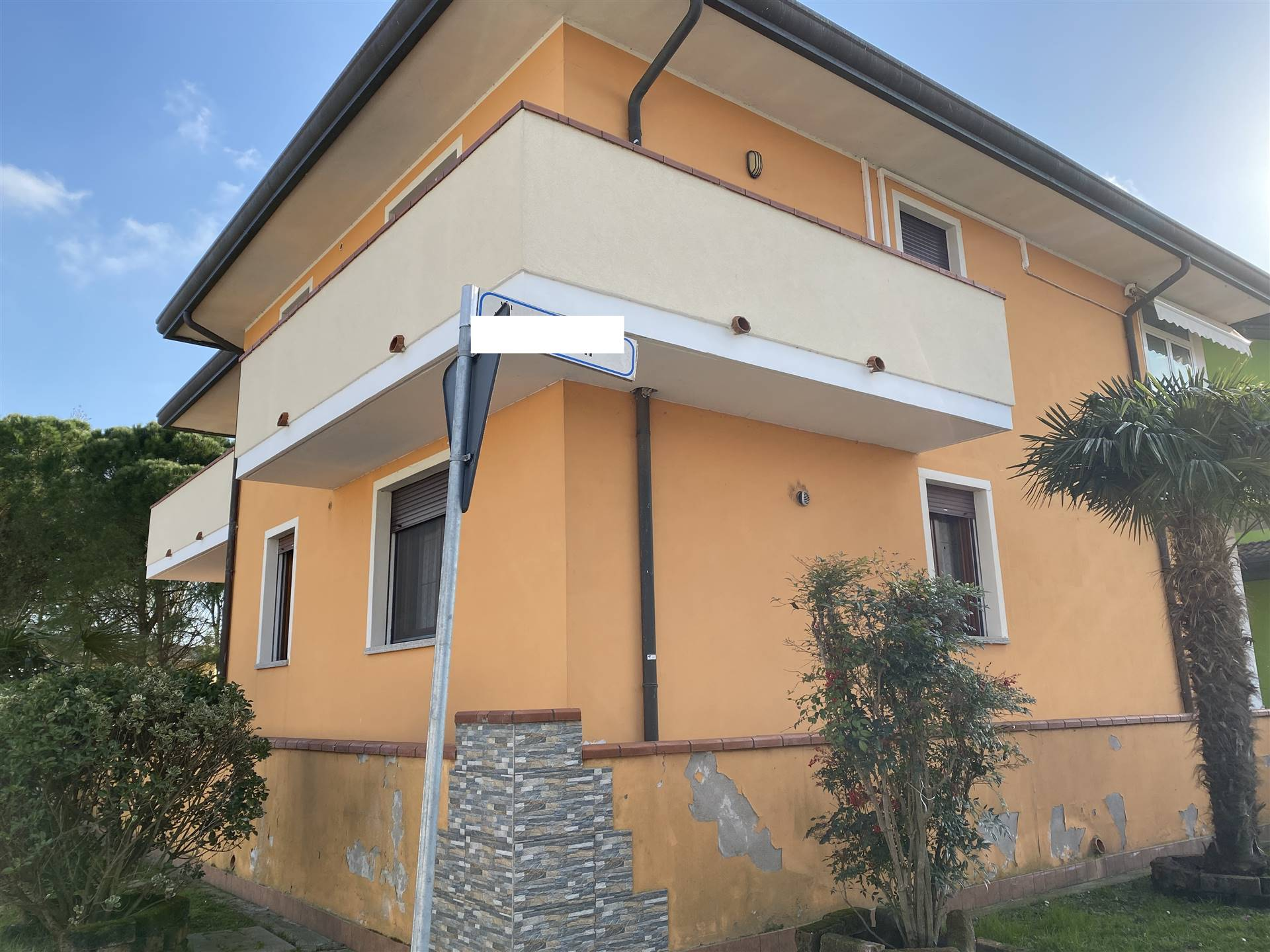 DONZELLA, PORTO TOLLE, Detached house for sale of 300 Sq. mt., Good condition, Heating Individual heating system, Energetic class: F, placed at
