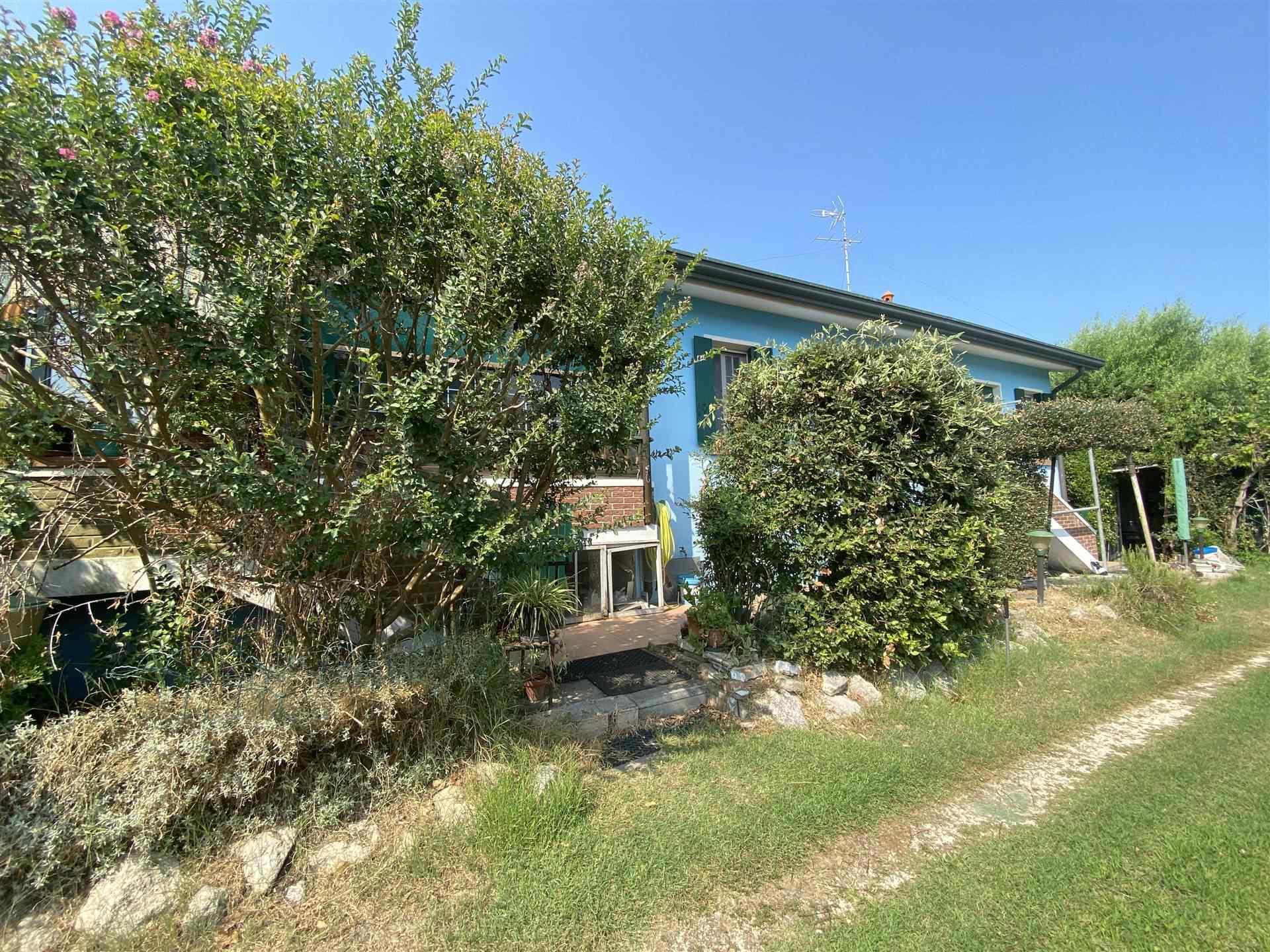 Rif. B319 CANAL DI VALLE, CHIOGGIA: Vendesi villa singola a pochi chilometri da Chioggia, immersa in un giardino di 4.500 mq esclusivo, con un