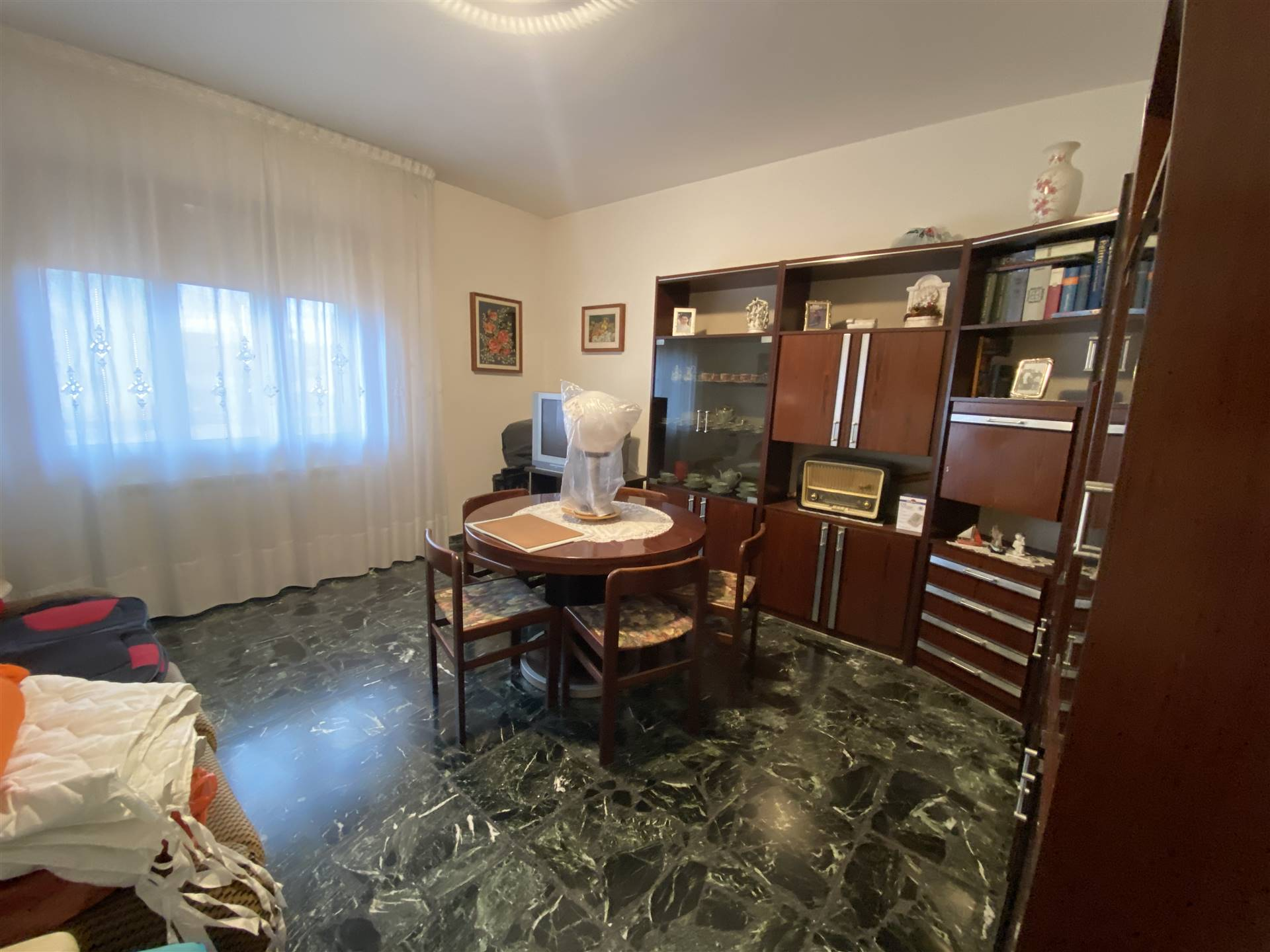 SOTTOMARINA, CHIOGGIA, Apartment for sale, Be restored, Heating Individual heating system, Energetic class: G, placed at 4°, composed by: 4 Rooms,