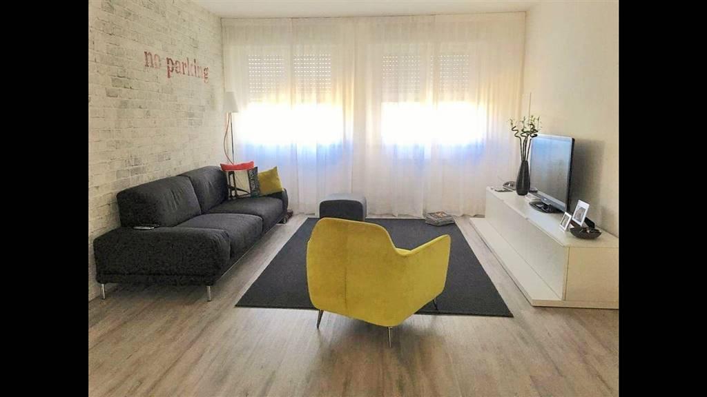 TOBBIANA, PRATO, Appartamento in vendita di 110 Mq, Ristrutturato, Riscaldamento Autonomo, Classe energetica: G, Epi: 211 kwh/m2 anno, posto al piano