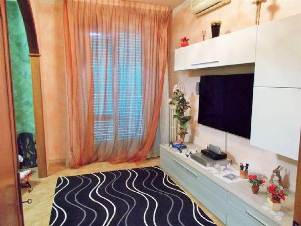 CHIESANUOVA, PRATO, Appartamento in vendita di 110 Mq, Classe energetica: G, Epi: 185,2 kwh/m2 anno, posto al piano 5° su 5, composto da: 5 Vani, 3