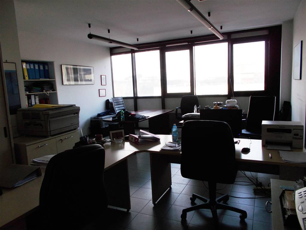 MONTEGRAPPA, PRATO, Ufficio in affitto di 45 Mq, Ottime condizioni, Classe energetica: G, posto al piano 3° su 5, composto da: 1 Vano, 1 Bagno,