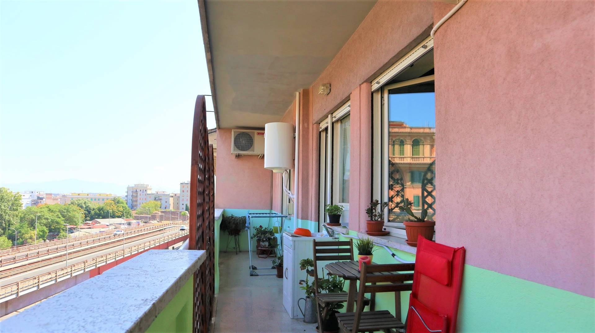 Appartamento in vendita a Roma, 4 locali, zona Zona: 10 . Pigneto, Largo Preneste, prezzo € 339.000 | CambioCasa.it