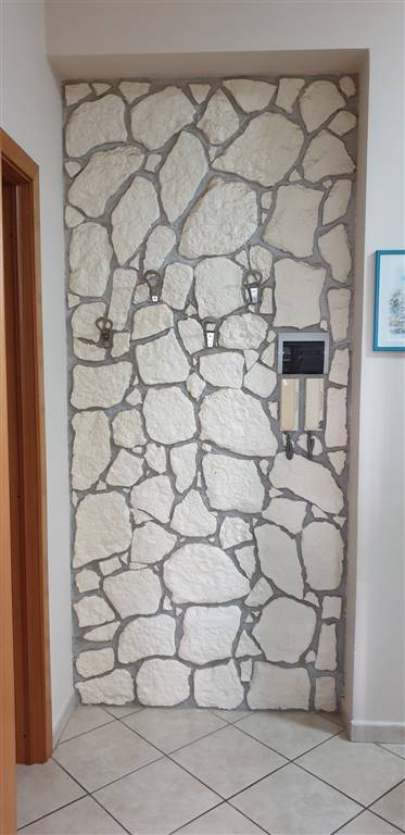 muro con appendiabiti