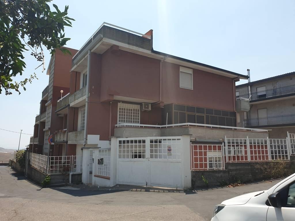 Appartamento in vendita a Motta Sant'Anastasia, 4 locali, prezzo € 85.000 | PortaleAgenzieImmobiliari.it