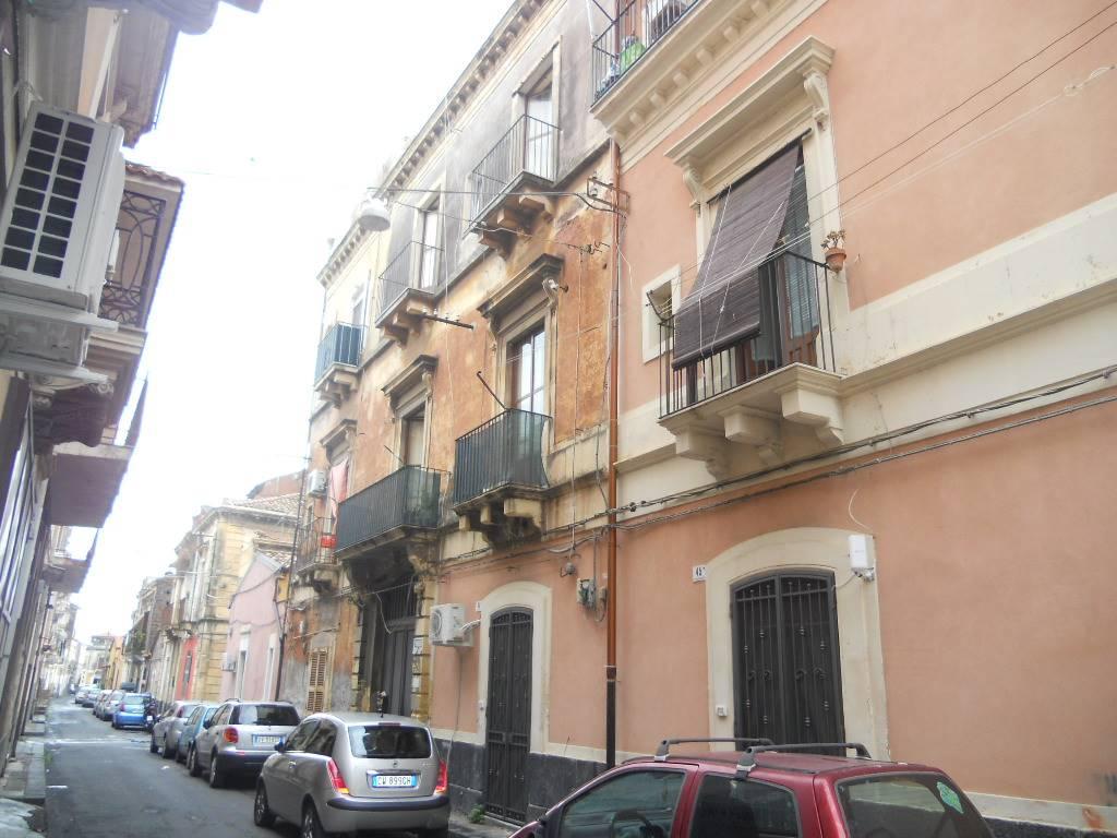 Appartamento in vendita a Catania, 6 locali, zona Località: VIA GARIBALDI, prezzo € 100.000 | CambioCasa.it