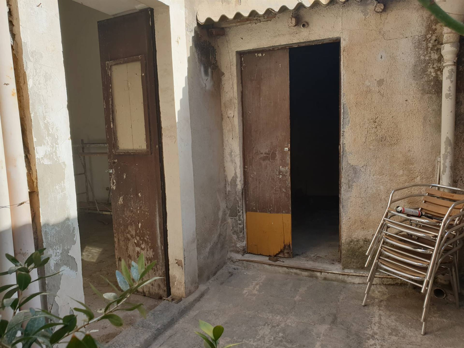 Cortile interno con secondo ingresso