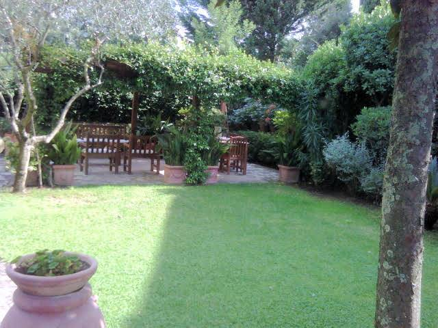 Semi detached house in FIRENZE 280 Sq. mt. | 8 Rooms | Garden 850 Sq. mt.