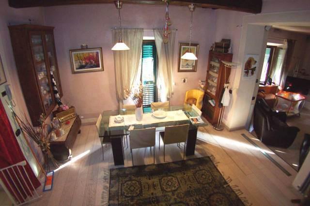 Soluzione Semindipendente in vendita a Barga, 6 locali, prezzo € 275.000   CambioCasa.it