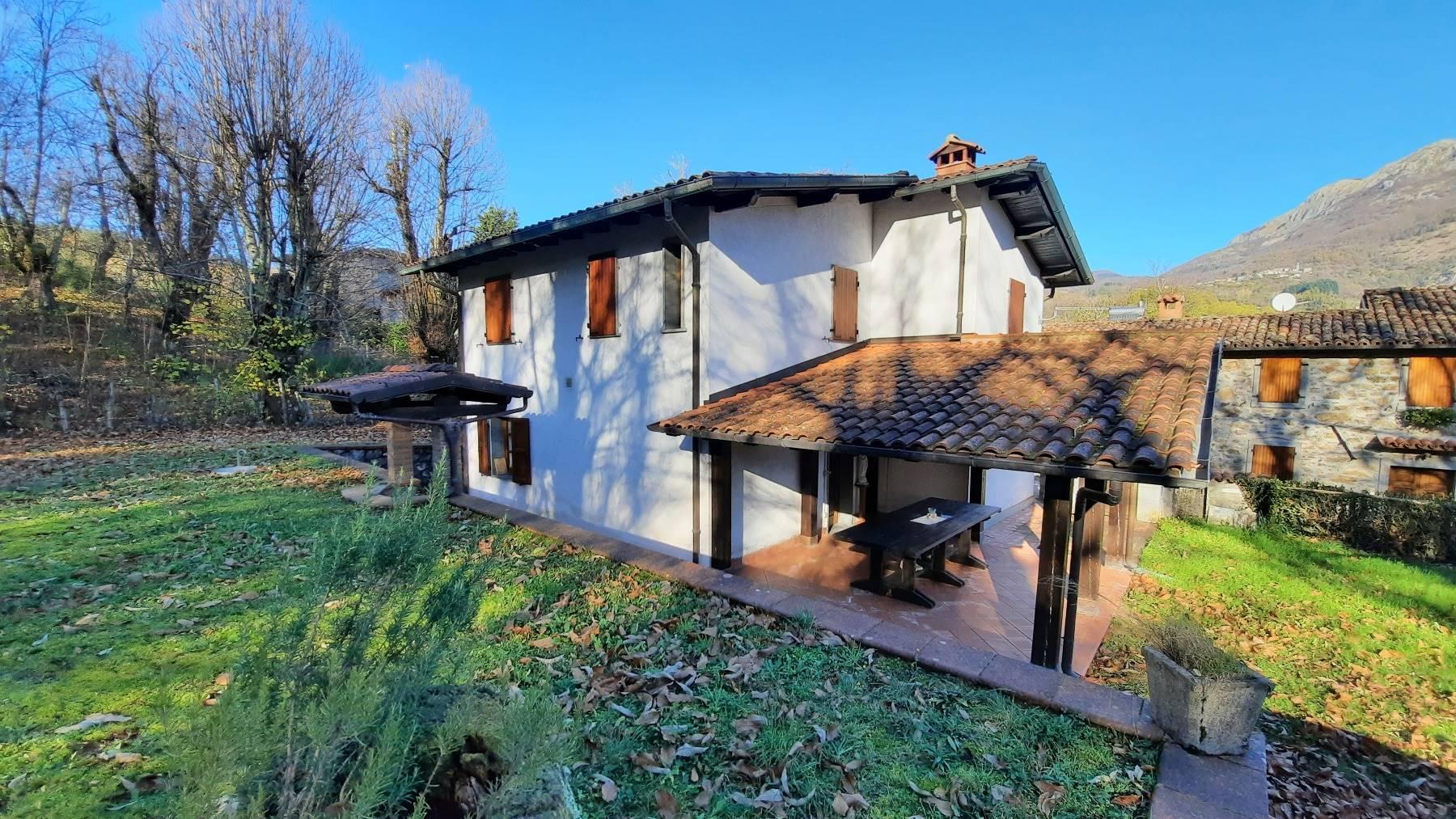 Soluzione Indipendente in vendita a Villa Collemandina, 7 locali, prezzo € 210.000 | CambioCasa.it