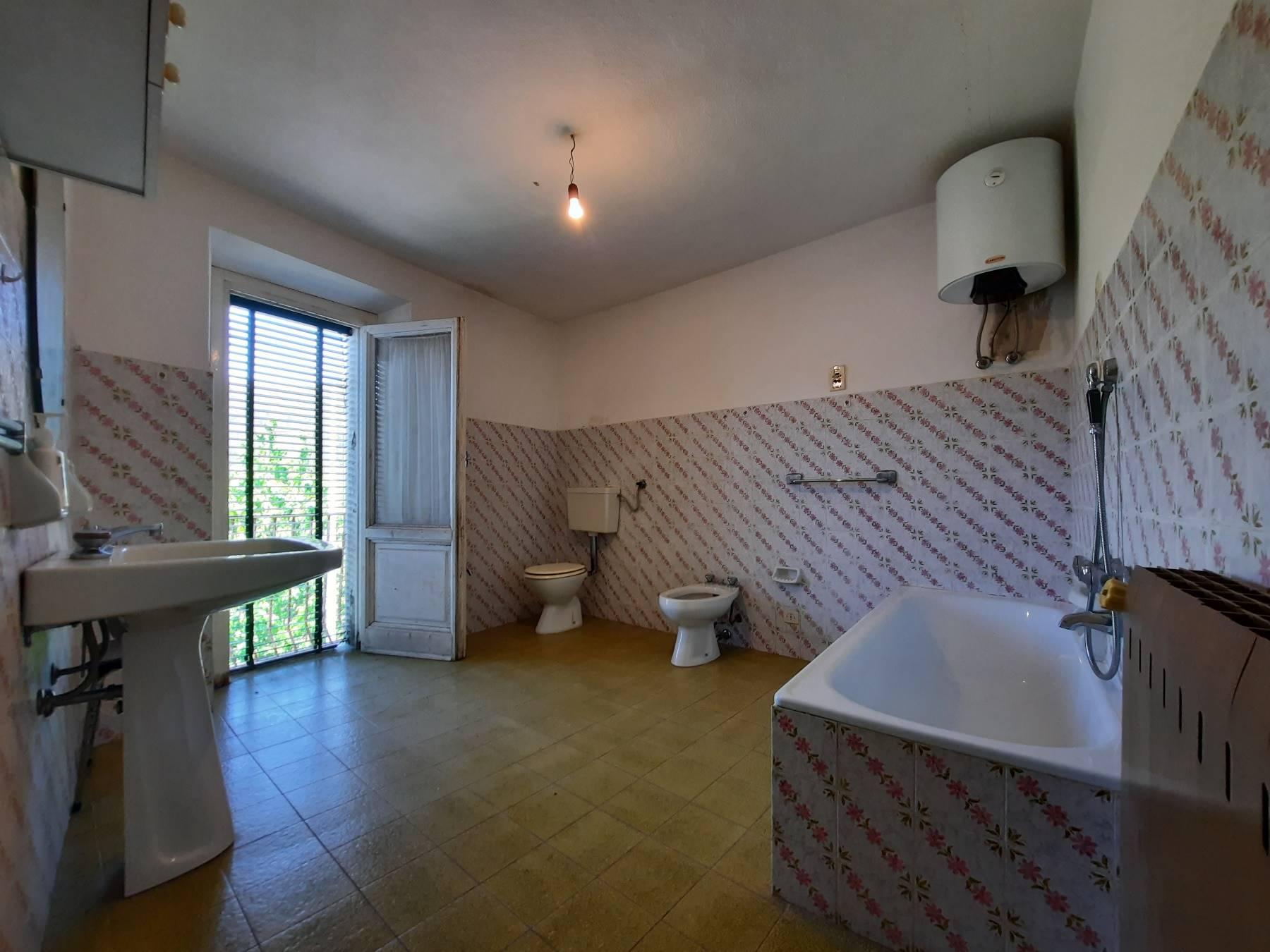 Il grande bagno - The large bathroom
