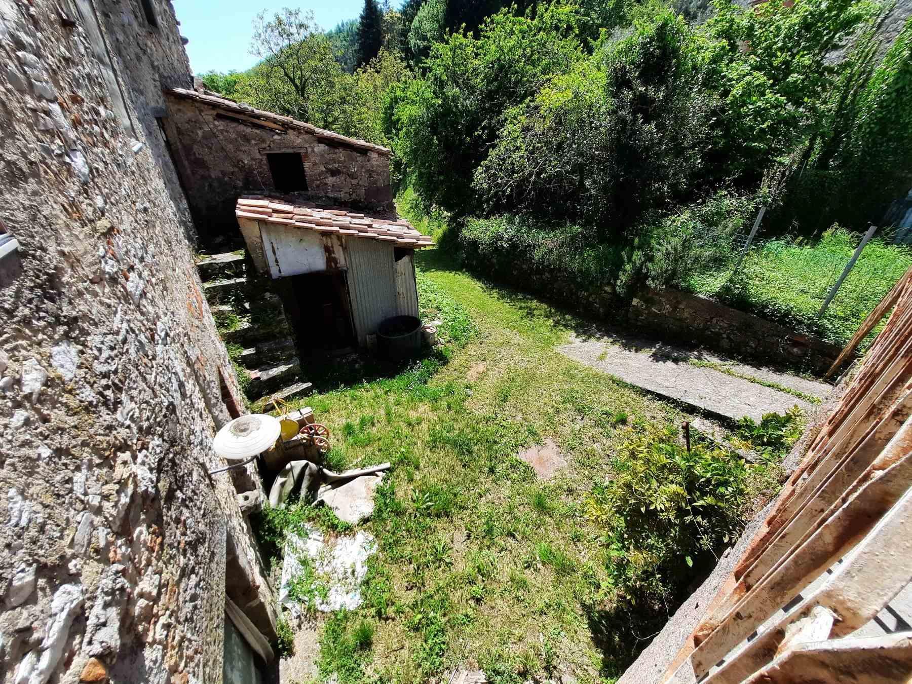 Il cortile esterno - The external courtyard