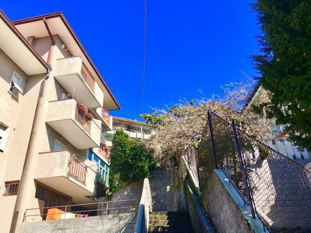 Trilocale in Scala Santa 16/6, Trieste