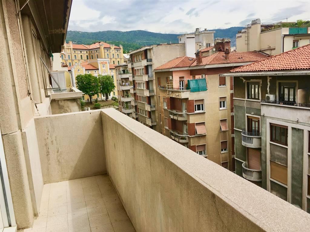 Trilocale in Via Del Coroneo  34, Centro, Trieste