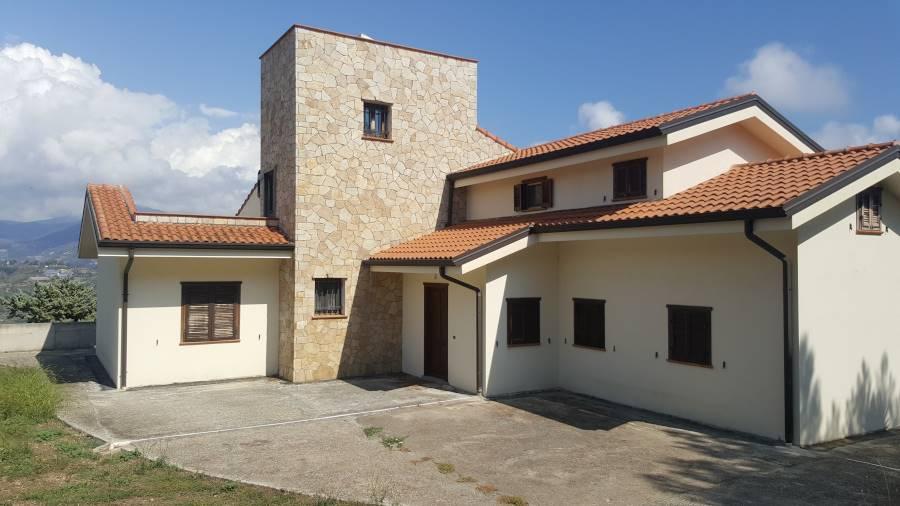 Villa in vendita a Camporosso, 10 locali, zona Zona: San Giacomo, prezzo € 850.000 | CambioCasa.it