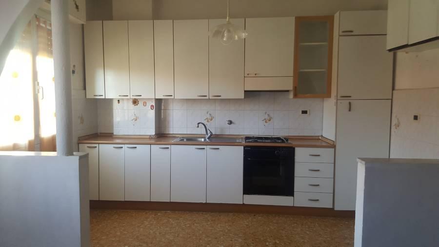 Appartamento in vendita a Vallecrosia, 3 locali, prezzo € 170.000 | CambioCasa.it
