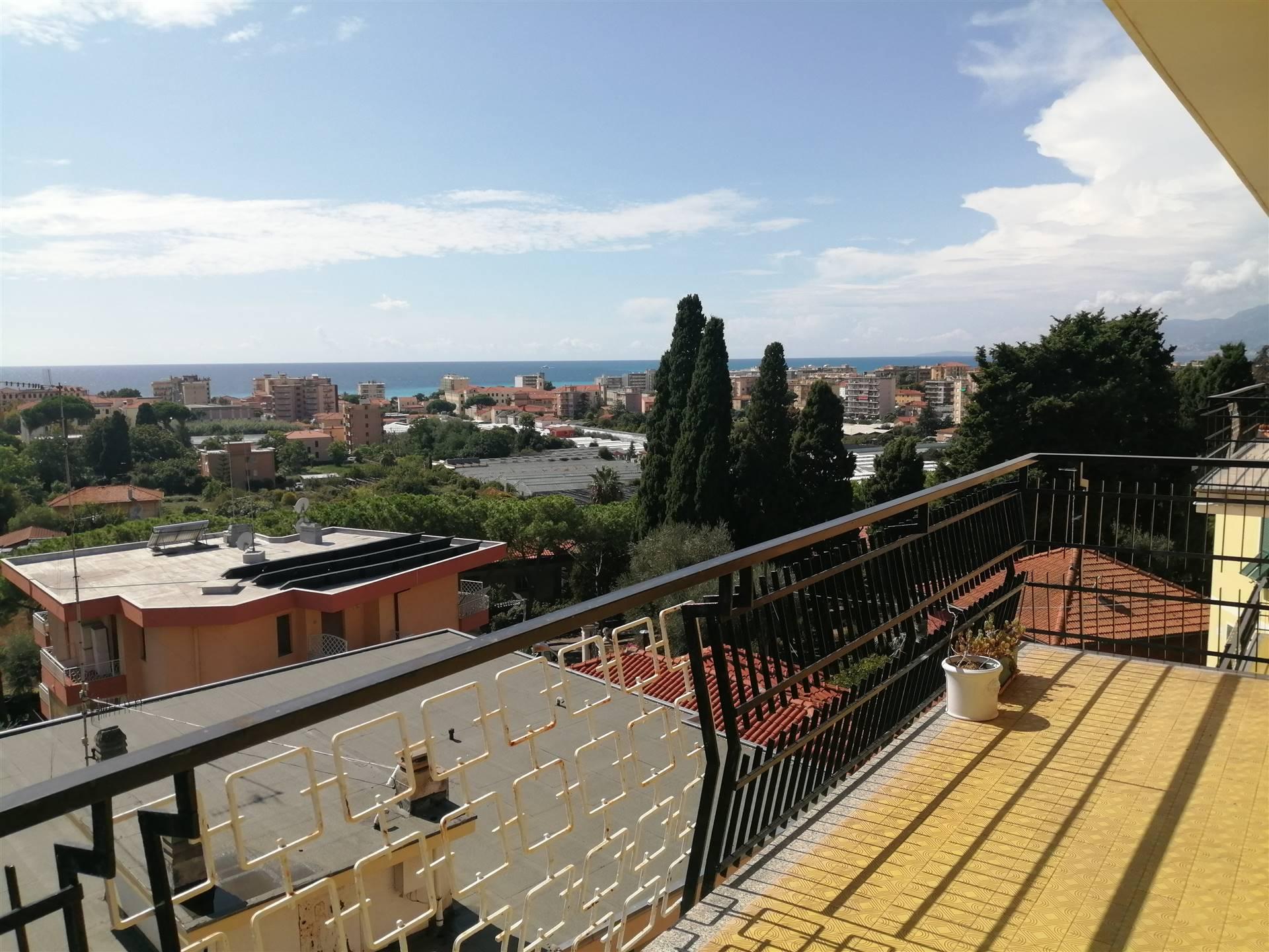 Attico / Mansarda in vendita a Vallecrosia, 5 locali, prezzo € 500.000 | CambioCasa.it