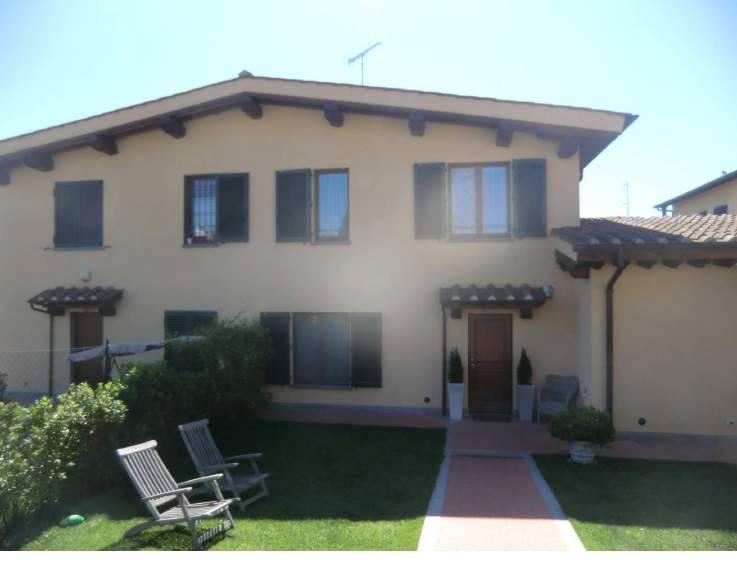Villa a schiera a <span style=\'text-transform: capitalize\'>Lastra a signa</span>