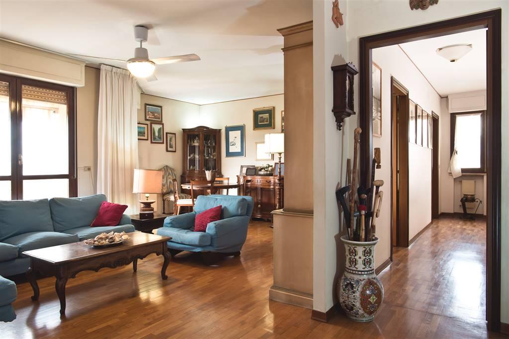 LA MACINE, PRATO, Appartamento in vendita di 110 Mq, Buone condizioni, Riscaldamento Autonomo, Classe energetica: F, Epi: 158,601 kwh/m2 anno, posto