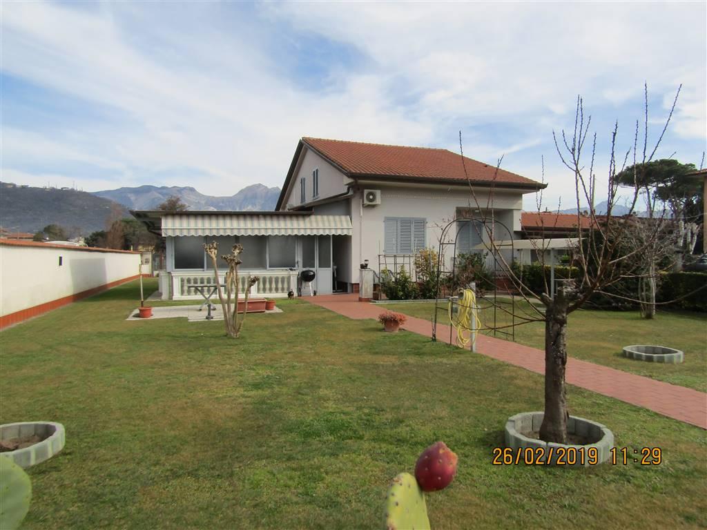 Villa a CARRARA