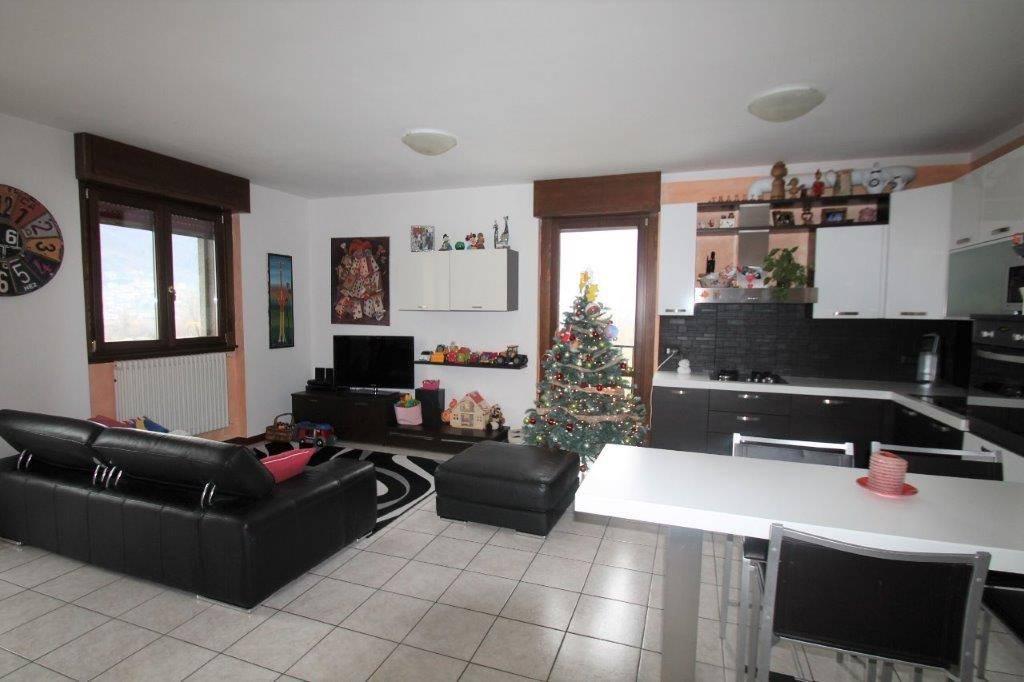 Appartamento in vendita a Chiavenna, 3 locali, prezzo € 170.000 | CambioCasa.it