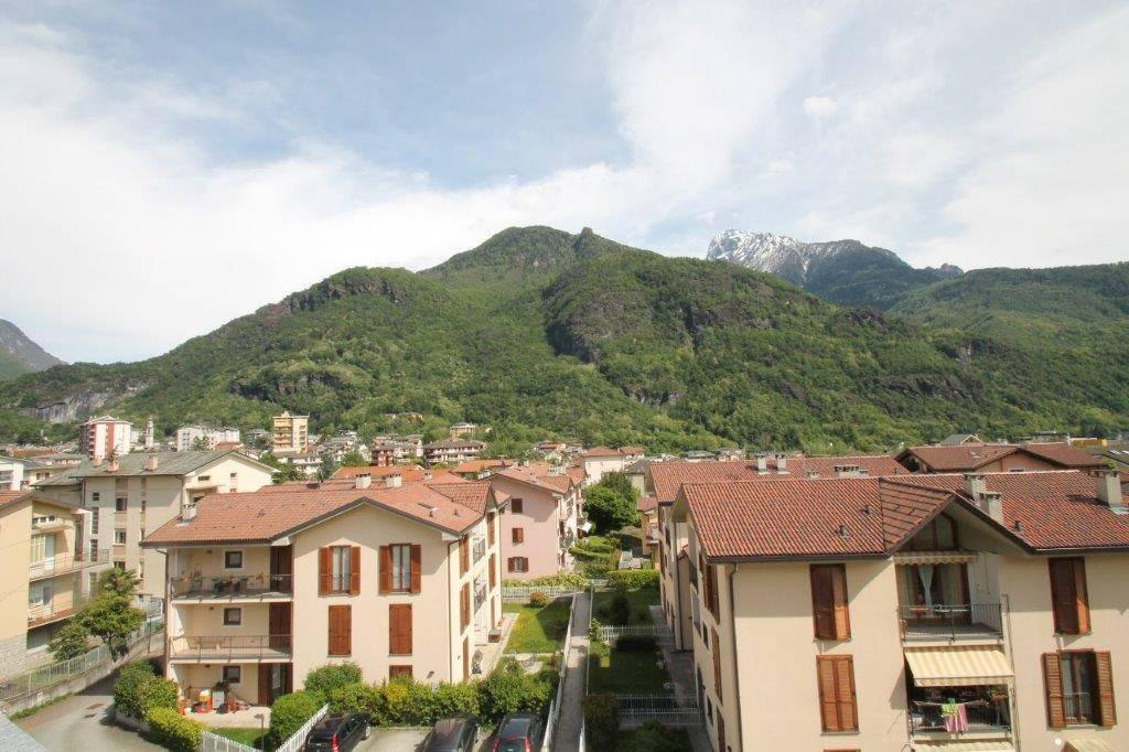 Appartamento in vendita a Chiavenna, 3 locali, prezzo € 190.000 | CambioCasa.it