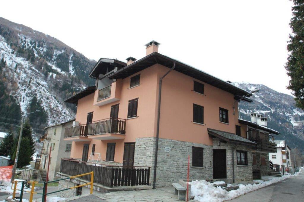 Appartamento in affitto a Campodolcino, 3 locali, prezzo € 3.300 | CambioCasa.it