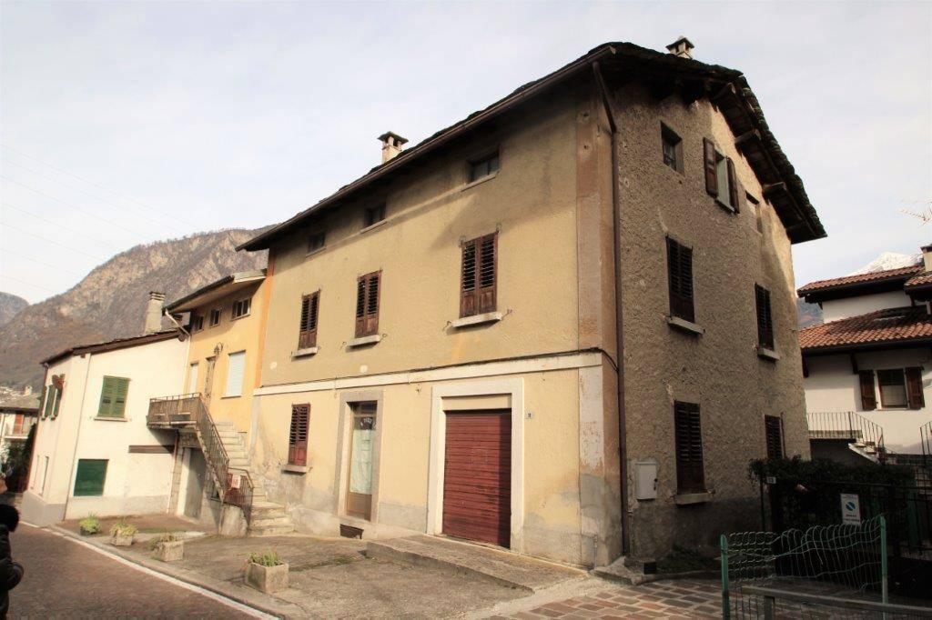 Soluzione Indipendente in vendita a Prata Camportaccio, 6 locali, prezzo € 210.000 | PortaleAgenzieImmobiliari.it