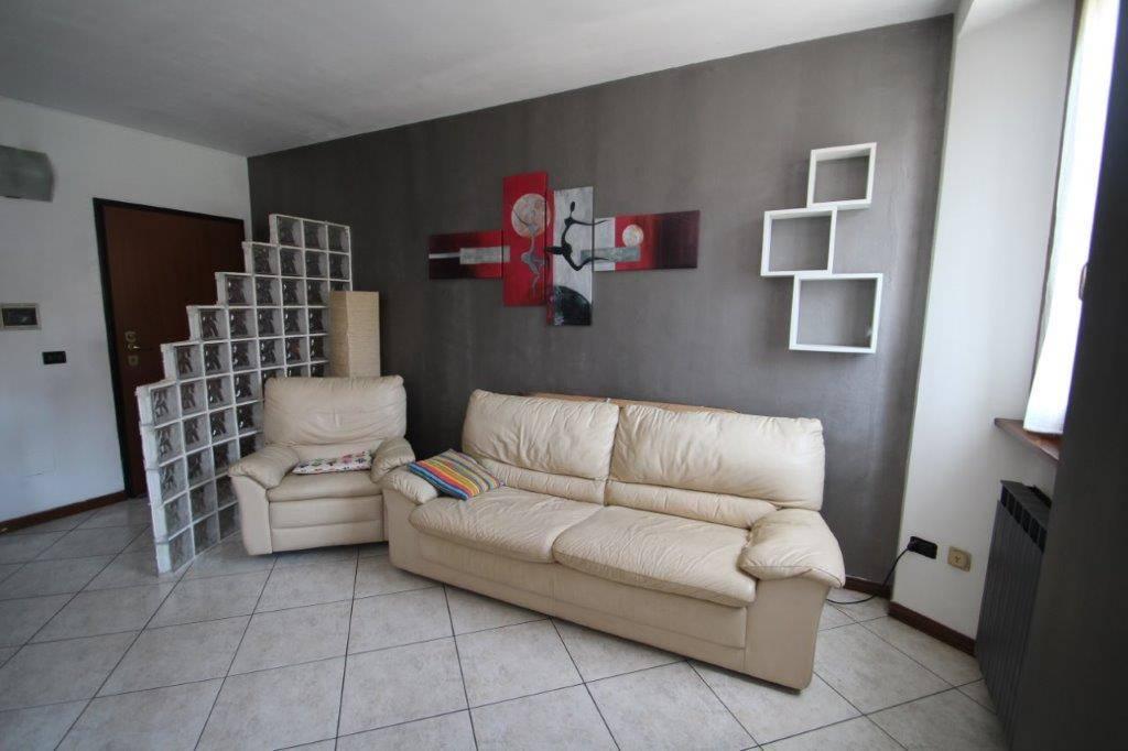 Appartamento in vendita a Monguzzo, 3 locali, zona Zona: Nobile, prezzo € 53.000   CambioCasa.it
