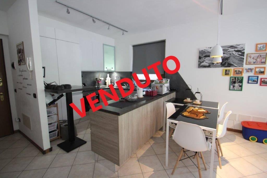 Appartamento in vendita a Piuro, 3 locali, zona Località: SANTA CROCE, Trattative riservate | CambioCasa.it