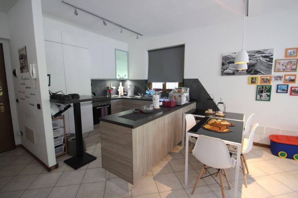 Appartamento in vendita a Piuro, 3 locali, zona Località: SANTA CROCE, prezzo € 140.000   CambioCasa.it
