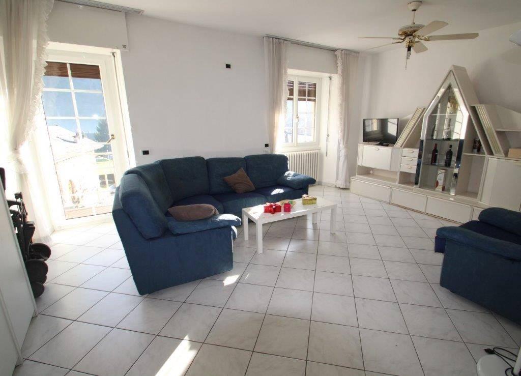 Appartamento in vendita a Piuro, 3 locali, prezzo € 165.000 | CambioCasa.it