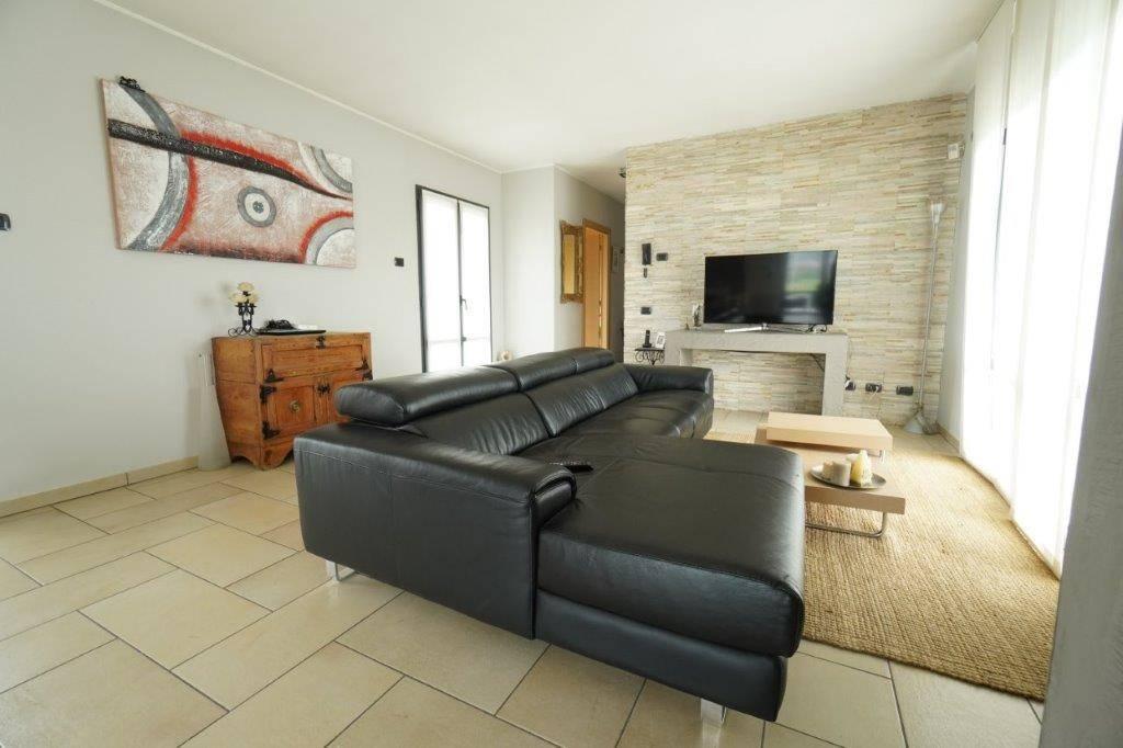 Soluzione Indipendente in vendita a Dubino, 5 locali, zona a Olonio, prezzo € 610.000 | PortaleAgenzieImmobiliari.it