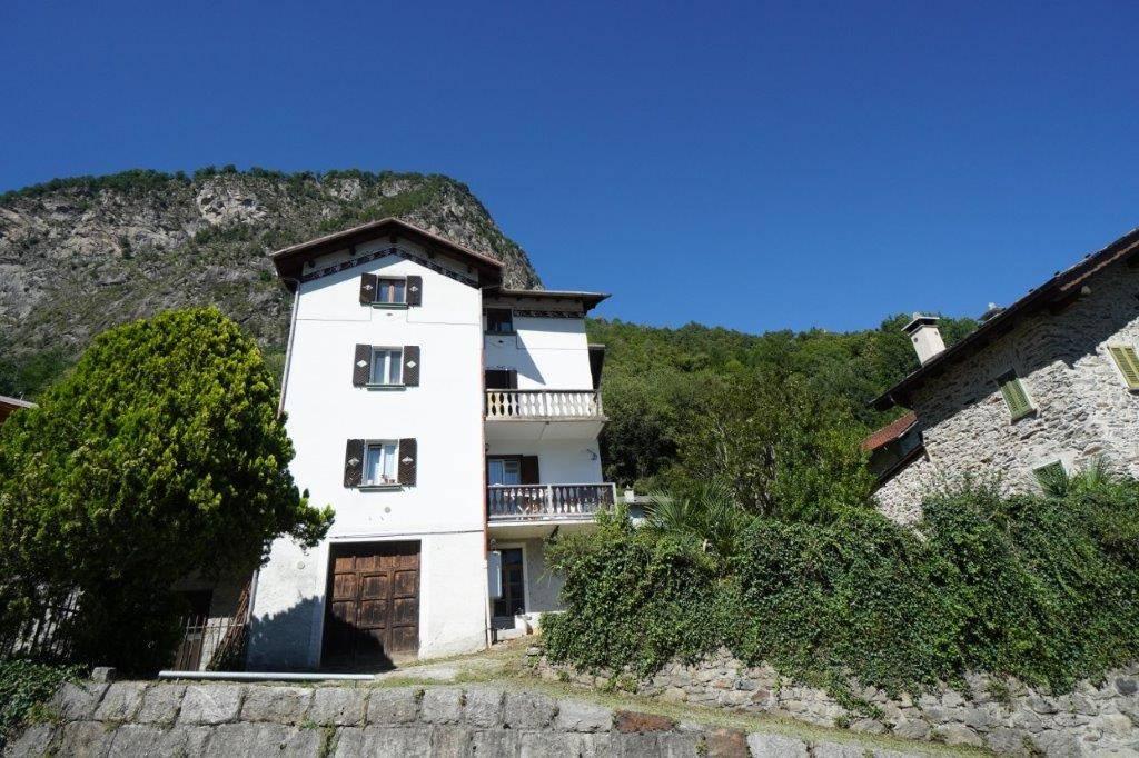 Appartamento in vendita a Chiavenna, 3 locali, prezzo € 85.000 | CambioCasa.it