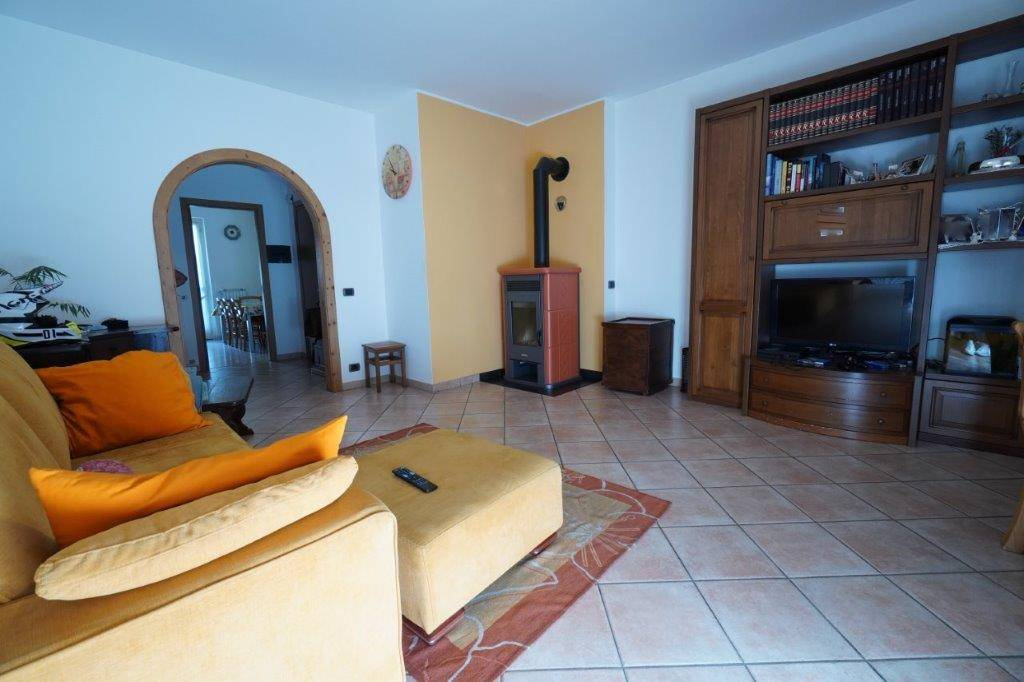 Appartamento in vendita a Chiavenna, 3 locali, prezzo € 215.000 | CambioCasa.it
