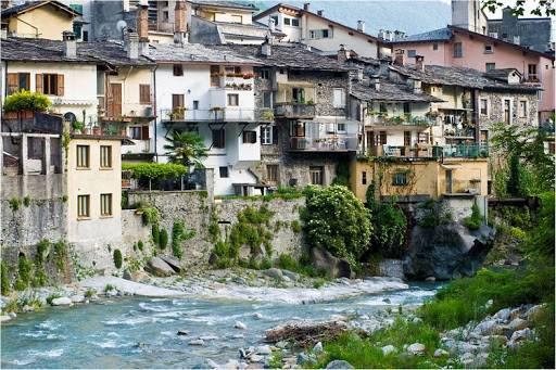 Negozio / Locale in vendita a Chiavenna, 3 locali, Trattative riservate | CambioCasa.it