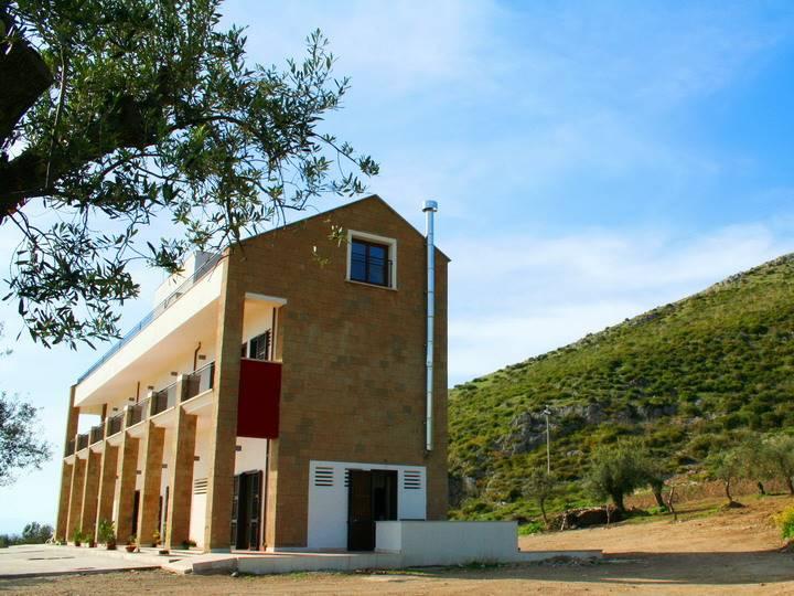 Albergo in vendita a San Prisco, 9999 locali, Trattative riservate | CambioCasa.it