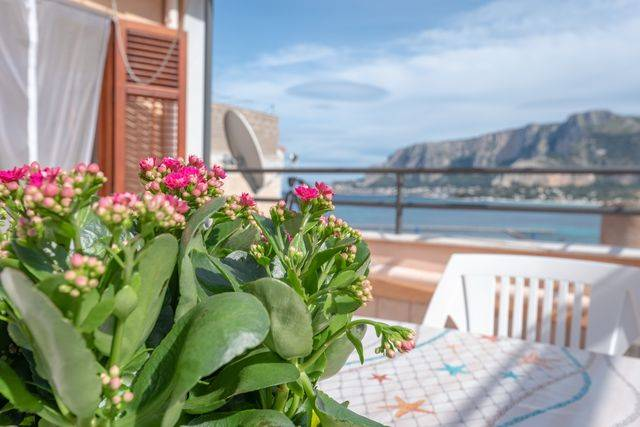MONDELLO, PALERMO, Apartment for the vacation for rent of 60 Sq. mt., Excellent Condition, Energetic class: G, Epi: 175 kwh/m2 year, placed at 3° on