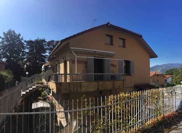 Appartamento indipendente in Via Vaccarezza  40, Casella